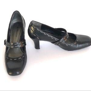Black w/Tan Top Stitching Naturalizer Shoes SZ 7